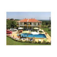 Hotelbilleder: Three-Bedroom Holiday Home in Pismenovo, Pismenovo