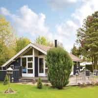 Hotel Pictures: Three-Bedroom Holiday Home in Melby, Melby