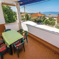 Hotellikuvia: Two-Bedroom Apartment in Kostrena, Kostrena