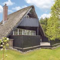Hotelbilleder: Three-Bedroom Holiday Home in Ebeltoft, Ebeltoft