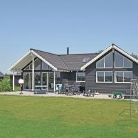 Hotel Pictures: Holiday home Blommestien Idestrup III, Bøtø By