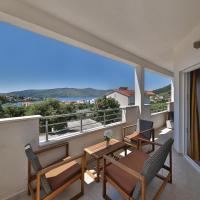 Hotelbilder: Two-Bedroom Apartment in Seget Vranjica, Seget Vranjica