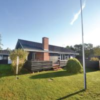 Hotel Pictures: Three-Bedroom Holiday Home in Grenaa, Grenå