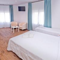 Hotel Pictures: Mercè, Pineda de Mar