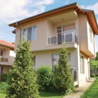 Fotos de l'hotel: Four-Bedroom Holiday Home in Village Velika, Velika