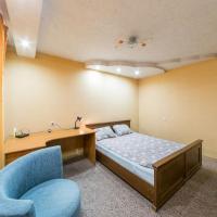 Fotos do Hotel: двухкомнатная квартира на Мира 74, Perm