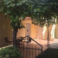 Hotel Pictures: Apartments Vila Andja, Sveti Stefan