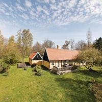 Hotel Pictures: Three-Bedroom Holiday Home in Allinge, Allinge