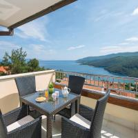 Hotel Pictures: Two-Bedroom Apartment in Rabac, Rabac