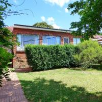Foto Hotel: 4 Bedroom House Close to Macquarie University, Sydney