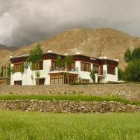 酒店图片: 1 BR Guest house in Sankar Rd, Leh, by GuestHouser (87FA), Leh