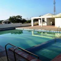 ホテル写真: Villa with a pool in Pune, by GuestHouser 33477, プネ