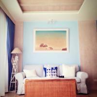 Hotel Pictures: Vintage Beachfront Condominium, Cha Am