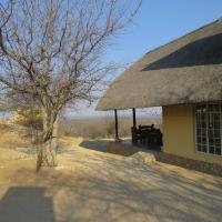 Hotellikuvia: Thatch Farm Stay @ BaseCamp Namibia, Outjo