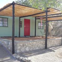 Hotellikuvia: Red Door Cabin, Outjo