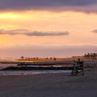 Hotel Pictures: NB-210A - Beach Side Escape Three-Bedroom Apartment, Newport Beach