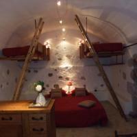Hotel Pictures: Le Domaine du Grand Cellier Gîtes Appartement savoyard, Tournon