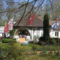 Hotel Pictures: Les Roches Brunes - Chambres d'hôtes, Fleurines