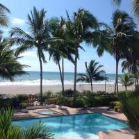 Hotellbilder: Beautiful Apartment steps away from the beach, Same