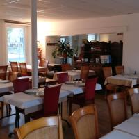 Hotel Pictures: hotel le chatiague, Tence