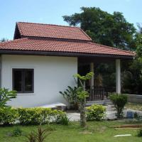 One-Bedroom Bungalow with Garden View