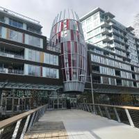 Zdjęcia hotelu: High rise new apt near YVR, Richmond