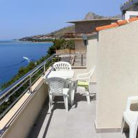 Hotel Pictures: Apartment Omis 8334a, Omiš