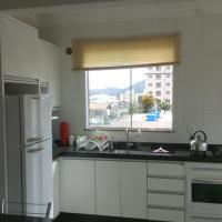Hotel Pictures: Lindo apartamento a 1 km da praia, Itapema