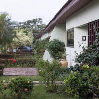 Hotel Pictures: Travellers Palm Court, North Legon