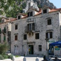 Foto Hotel: Apartment Omis 4642a, Omiš