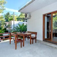 酒店图片: Apartment Jelsa 12052a, 耶尔萨