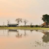 Foto Hotel: Nogatsaa Pans Lodge, Kasane