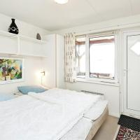 Hotel Pictures: Holiday Home Lunden, Henne Strand