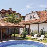 Fotos de l'hotel: Six-Bedroom Holiday Home in Village Velika, Velika