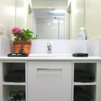 Executive Two-Bedroom Apartment with Spa Bath (2 Guests)