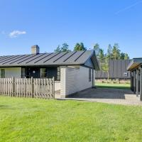Hotel Pictures: Three-Bedroom Holiday Home in Hals, Hals
