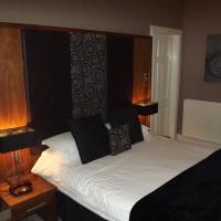 Double Room with Corner Bath/Shower