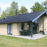 Hotellbilder: Three-Bedroom Holiday home in Væggerløse 26, Bøtø By