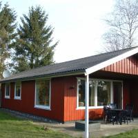 酒店图片: Three-Bedroom Holiday home in Idestrup 2, Bøtø By