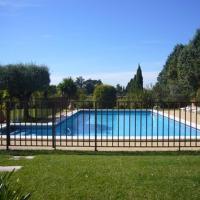 Hotel Pictures: Les Cigales, Saint-Andiol
