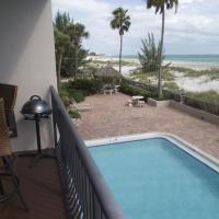 Fotos de l'hotel: Beachfront at madeira sands Condo, St Pete Beach