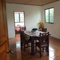 Hotel Pictures: Hidden Valley Home, Guácima