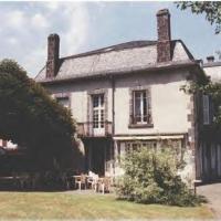 Hotel Pictures: La Source du Mont, Saint-Martin-Valmeroux