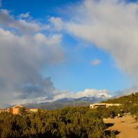 Hotel Pictures: 2 Bedroom - Secluded, Mountain Views - Twilight, Santa Fe