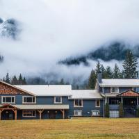 Hotel Pictures: Bella Coola Eagle Lodge, Bella Coola