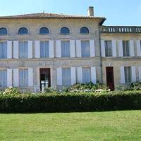 Hotel Pictures: Gite A La Grande Maison, Pujols Gironde