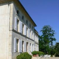 Hotel Pictures: Chambres d'Hotes A la Grande Maison, Pujols Gironde