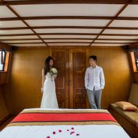Hotellbilder: Private L'Azalee Premium Day Cruise 6,5 hours, Ha Long