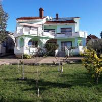 Foto Hotel: Apartment Kozino 14723a, Petrcane
