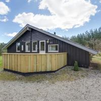 Fotos do Hotel: Four-Bedroom Holiday Home in Hals, Hals
